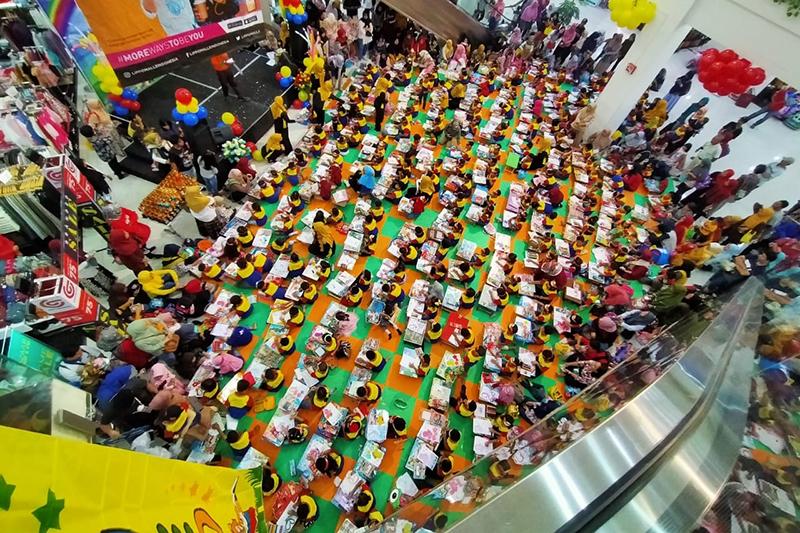 Mall Cimanggis Square yang dipenuhi anak biMBA.