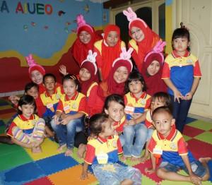 Berfoto bersama murid dan Motivator biMBA Kreo Larangan Joglo