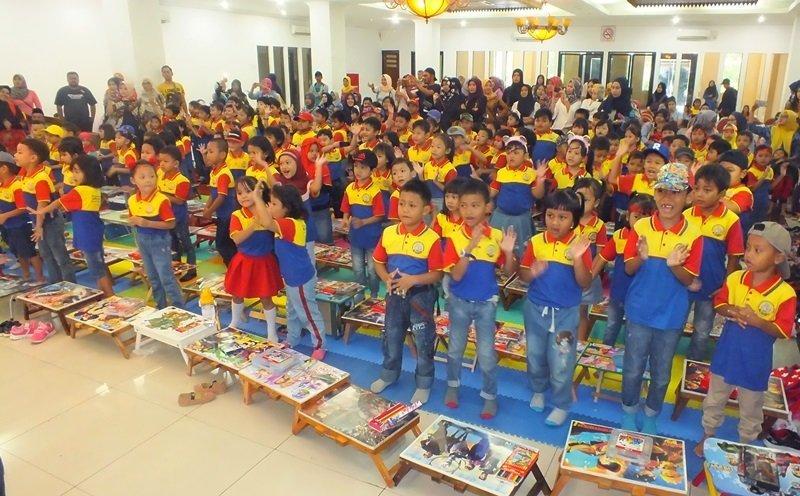 Keceriaan murid biMBA Jati Padang mengikuti kegiatan.