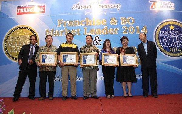 biMBA-AIUEO Mendapat Penghargaan Waralaba Terbaik 2014
