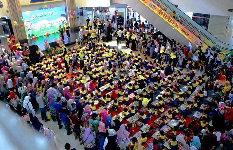 Ratusan murid biMBA Agus Salim padati lokasi kegiatan pentas baca.