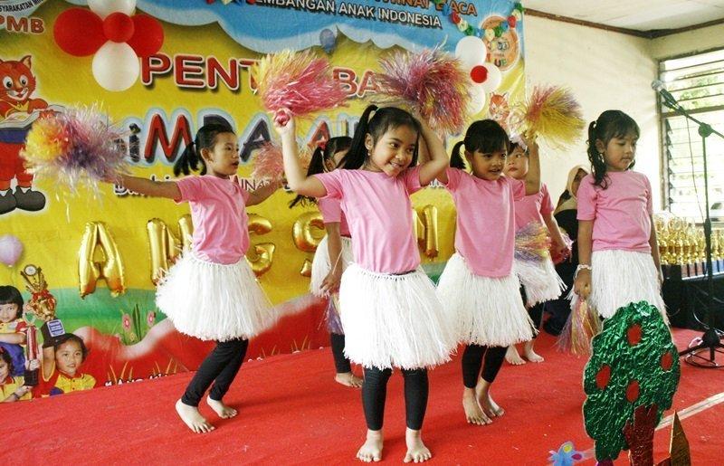 Keceriaan murid biMBA saat menari kreasi